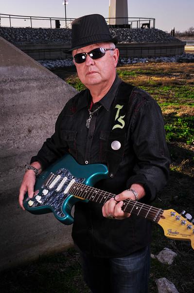 Tommy_Guitar_F.jpg