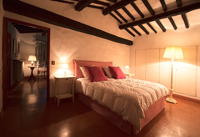 Bedroom Fiori di Pesco, Scuola (the School)