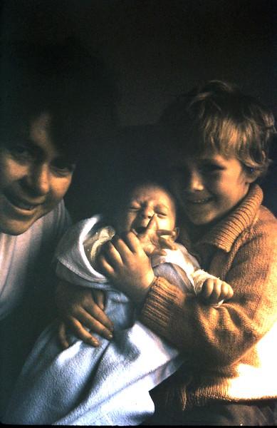1969-9-21(9) Andrew 1 mth, Susan 4 yrs 2 mths.JPG