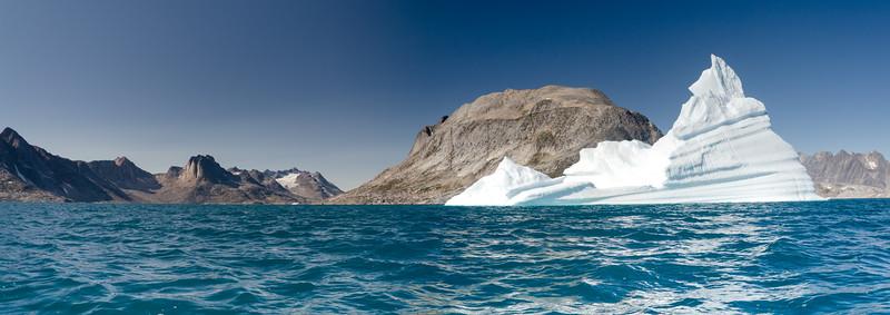 Iceberg Polar Bear Island Kayak i3.jpg
