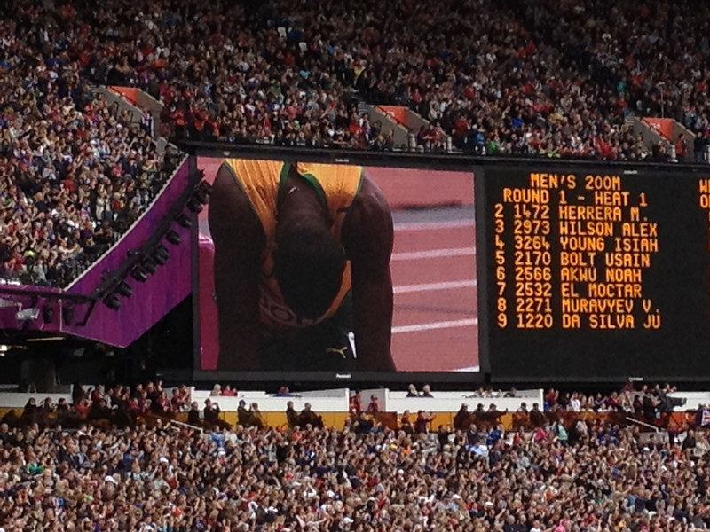 Usain Bolt energizes the crowd of 80,000