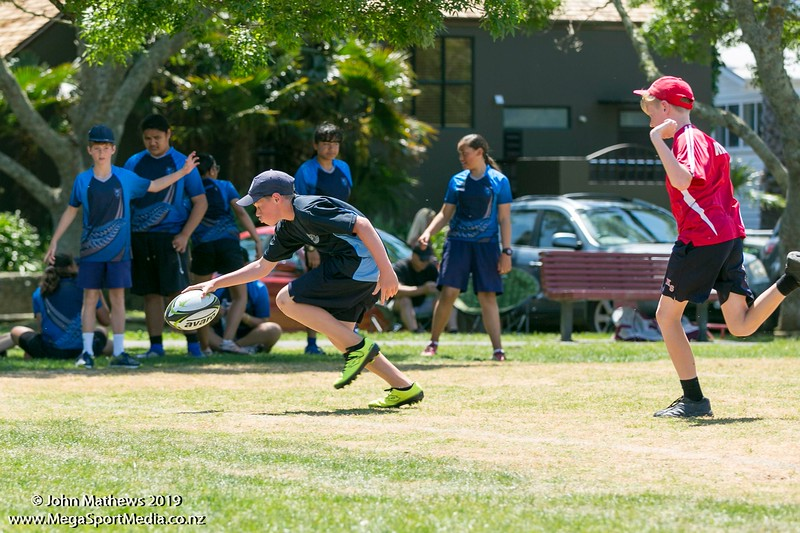 Images of the game between Kohe (red) and Glendowie (blue) at the Eastern Zone Touch Tournament for boys, girls and mixed grades held at Madills Farm, Kohimarama, Auckland on 5 November 2019. Copyright: John Mathews 2019.   www.megasportmedia.co.nz