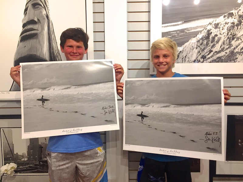 These groms are loving the Pipeline posters! 2017