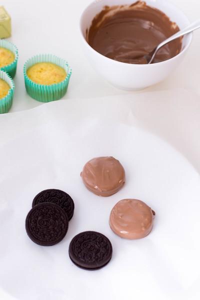 GingerbreadOreoCupcakes-process1.jpg