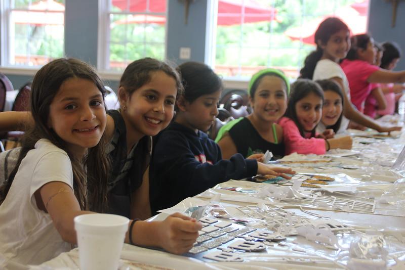 kars4kids_thezone_camp_girlsDivsion_activities_ArtN'Crafts (9).JPG