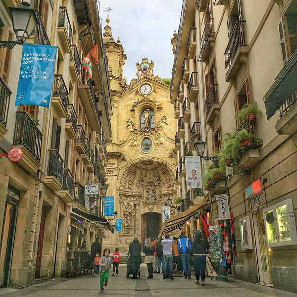 San Sebastián, Parte Vieja (old quarter). Basilica de Santa Maria del Coro. If you visit, you'll find a lived-in sort of feel, the kind of place that's pleasant to visit and probably even more pleasant to call home. Of course, you must eat yourself silly of pinxtos (tapas) and drink plenty of Txakoli (local sparkling wine), Rioja (red) or cider. via Instagram http://ift.tt/1SZV5rh