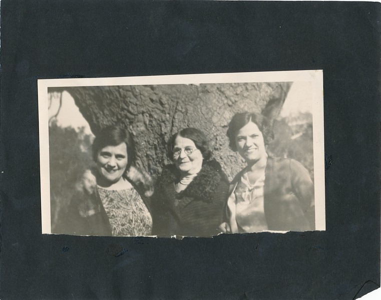 Milread, Miriam Silbert, Royie. (Mirian is the mother), gran mother of Margie.