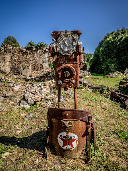 Old gas pump - Orador sur Glane