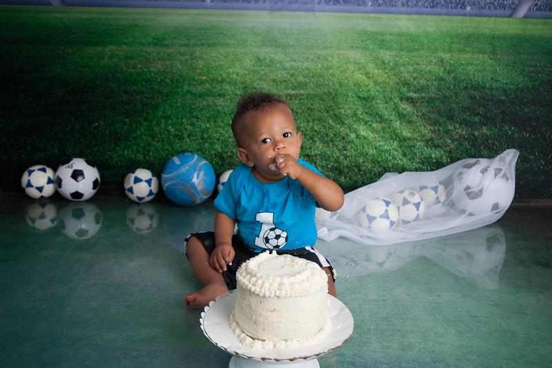 Desmond Cake Smash-39.jpg