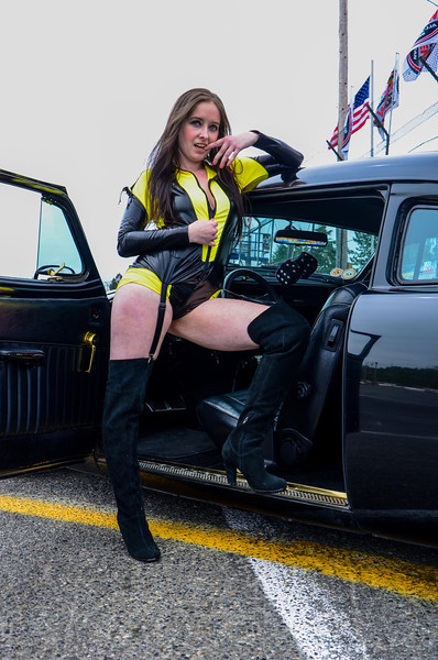 Frostess working some amazing cosplay with a hot car