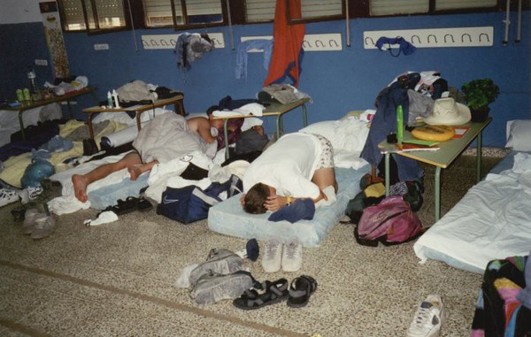 068 - D13 - En el dormitorio 1 - Fran y Jorge durmiendo.jpg