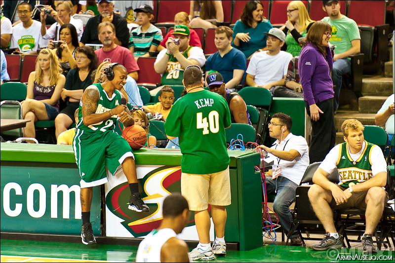 hoops206_2011-8.jpg