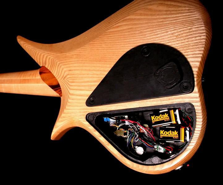 IMG_3077 BLDesign.us: 010 Marozi 6-string set-neck prototype. Photos: Marc Pagano. Slideshow Music: Nick Rosenthal and Beau Leopard.  All Content © 2005-2007 Beau Leopard Design .:. Custom Bass Guitars
