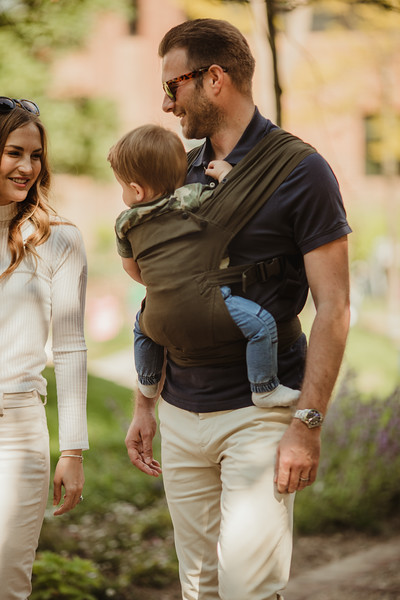 Izmi_Baby_Carrier_Olive_Lifestyle_Front_Carry_Dad.jpg