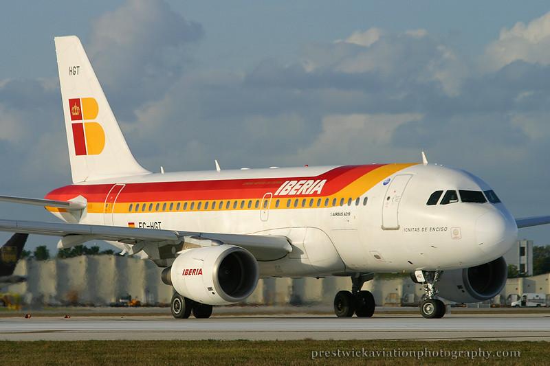 EC-HGT. Airbus A319-111. Iberia. Miami. 030304.