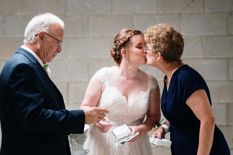 rustic_ohio__fall_barn_wedding-161.jpg