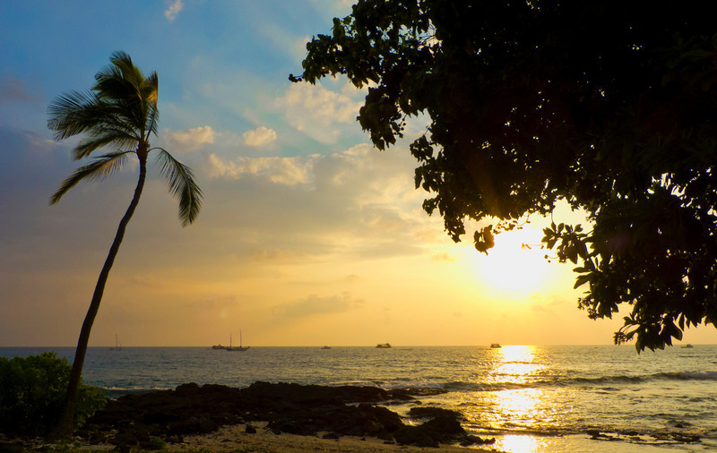 Our first sunset in Kona, as seen from downtown by the seawall.