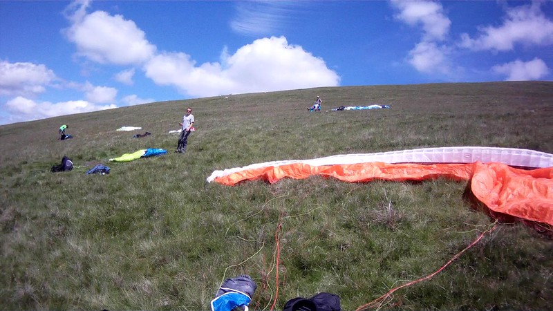Laying out on Murton. Barney, Mike and Geoff. Good sky, light winds.