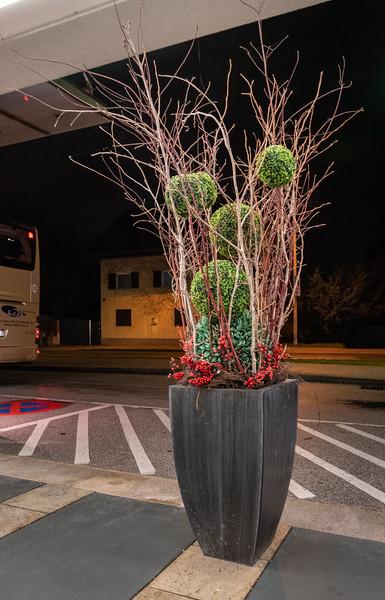 Mistletoe even figures in artificial arrangements