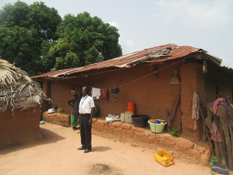 020_Casamance. Maison typique (en banco). 12 de 21. La Cour Arrière.JPG