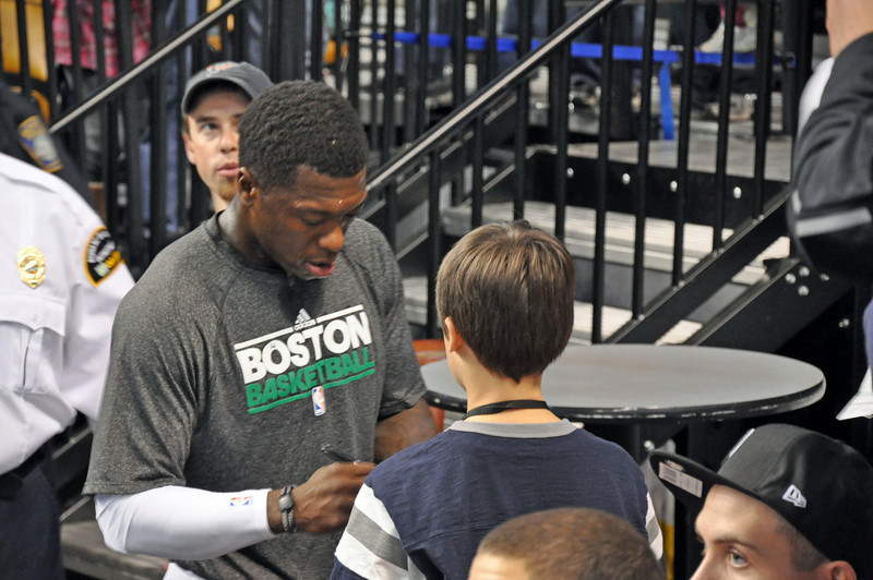 Nate Washington signing an autograph for Landry.