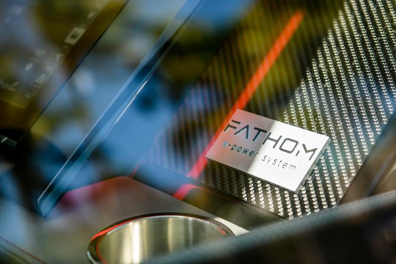 2020-SLX-R-400-e-Outboard-fathom-badge-01.jpg