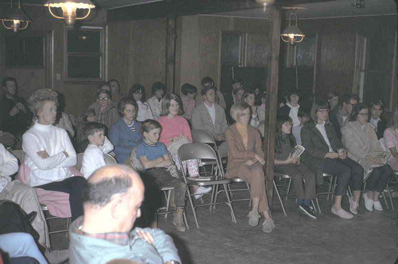 19670601_church_gathering
