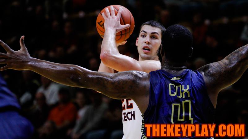 Christian Beyer looks for an open pass through Demarco Cox (4). (Mark Umansky/TheKeyPlay.com)