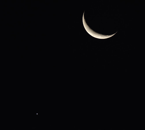 The Moon and Venus Close In Morning Sky 12.7.2015