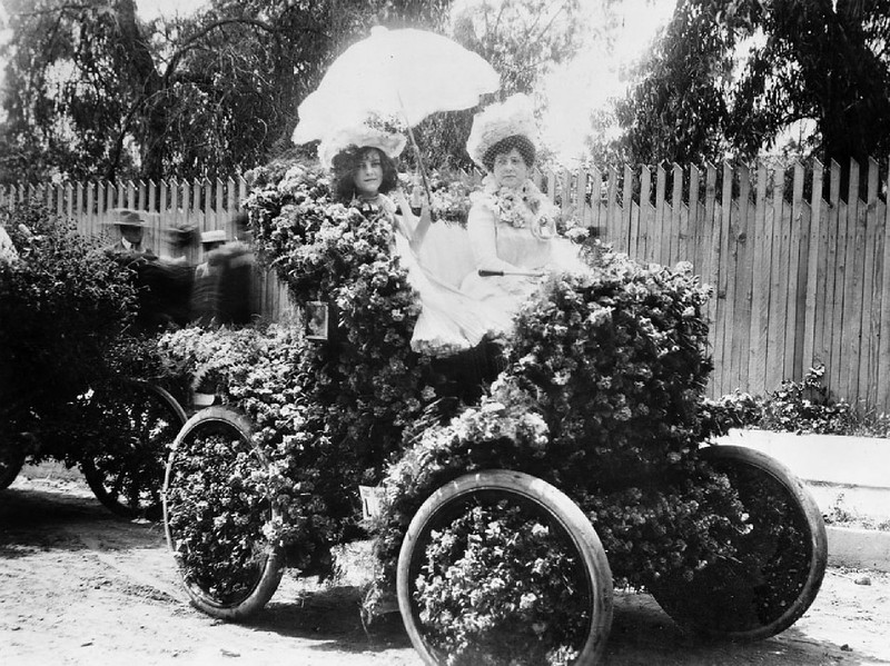 The first automobile at Los Angeles' La Fiesta, decorated with roses, ca.1906
