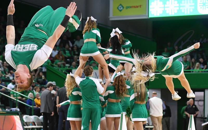 cheerleaders8859.jpg