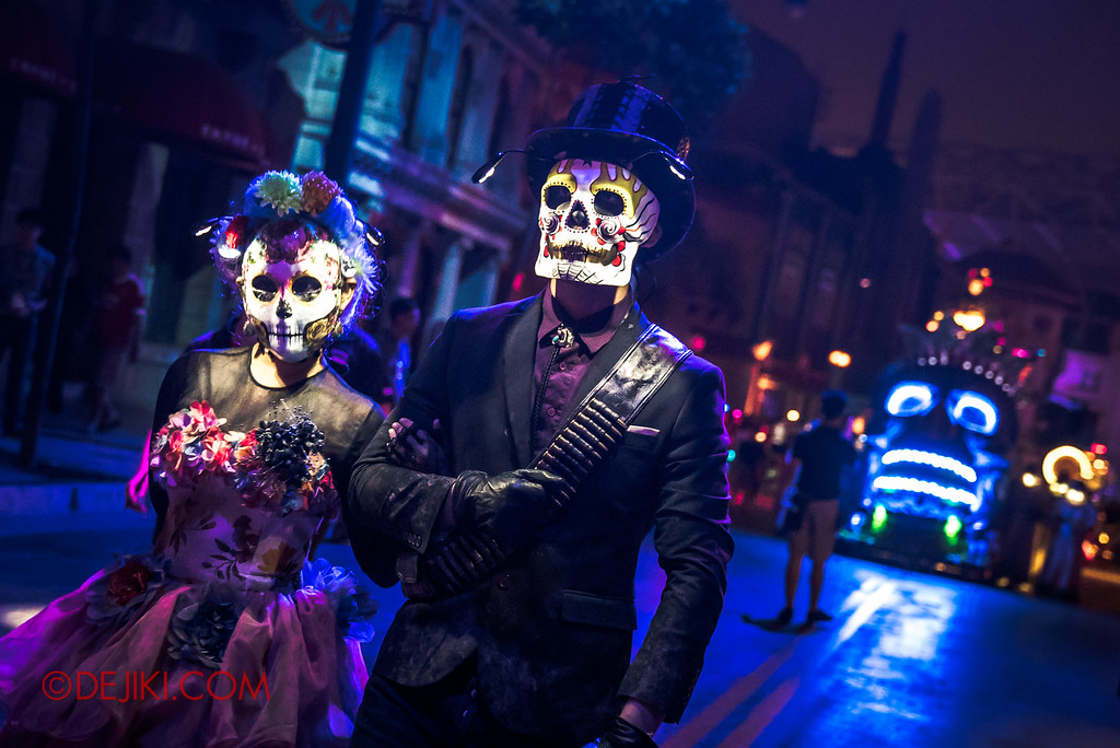 Halloween Horror Nights 6 - March of the Dead / Death March - The Lovers lead the Procession