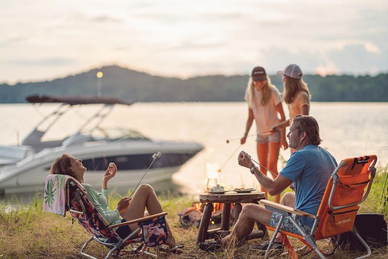 2021-SDX-270-Outboard-SDO270-lifestyle-family-camping-04311.jpg