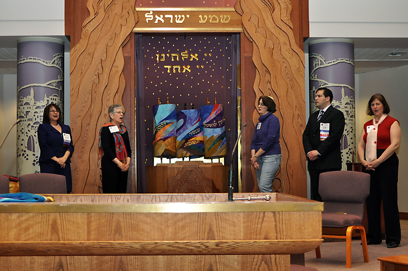 The congregation sings the final part of the Torah service, before closing the ark (photo by Sam Backman)