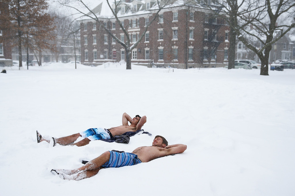 . Students lay out in their bathing suits on the Quad, on the campus of Harvard University on January 27, 2015 in Cambridge, Massachusetts. Boston, and much of the Northeast, is being hit with heavy snow from Winter Storm Juno. (Photo by Maddie Meyer/Getty Images)