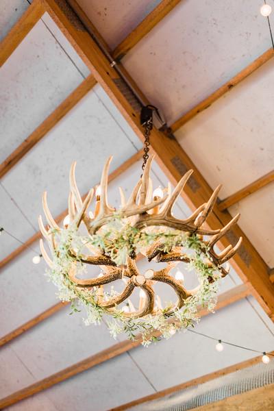 ©2020 Sarah Duke Photography | Virginia Wedding Photographer | Bandits Ridge Engagement Session in Virginia by Sarah Duke Photography