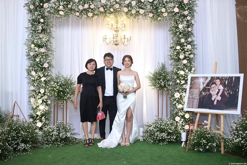 Vy-Cuong-wedding-instant-print-photo-booth-in-Bien-Hoa-Chup-hinh-lay-lien-Tiec-cuoi-tai-Bien-Hoa-WefieBox-Photobooth-Vietnam-118.jpg