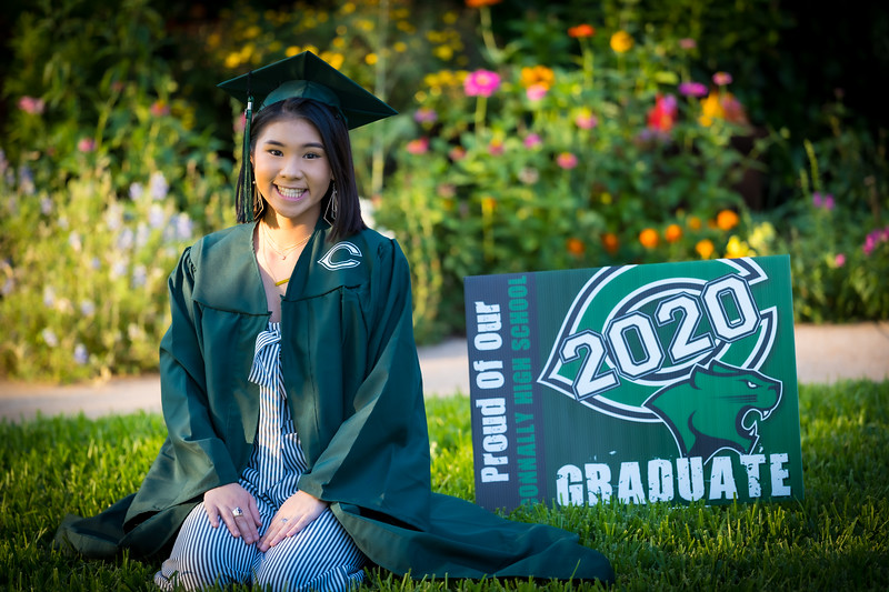20200521_sarah-friends-connally-graduation_046.jpg