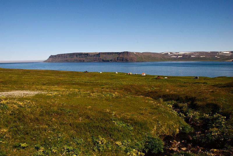 Horft yfir Sæból, Aðalvikina að Látrum
