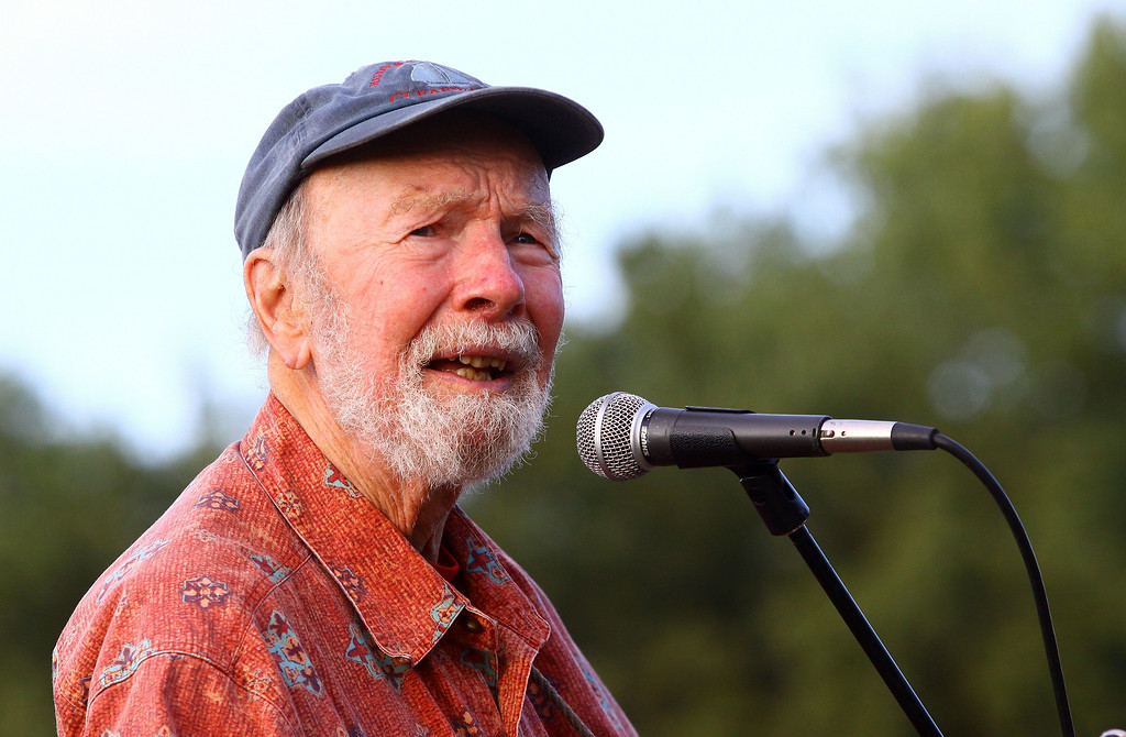 . Singer Pete Seeger performs at the 2009 Dorothy and Lillian Gish Prize special outdoor tribute at Hunts Point Riverside Park on September 3, 2009 in New York City. Seeger died Monday, Jan. 27, 2014 at the age of 94. http://bit.ly/1lfdcyQ    (Photo by Astrid Stawiarz/Getty Images)