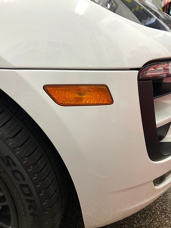 Macan GTS side markers