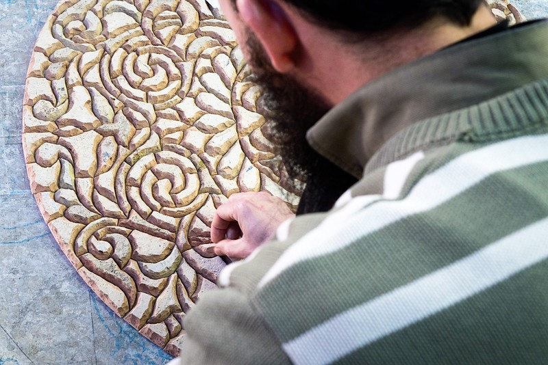 Creating mosaic table-Poterie de Fes