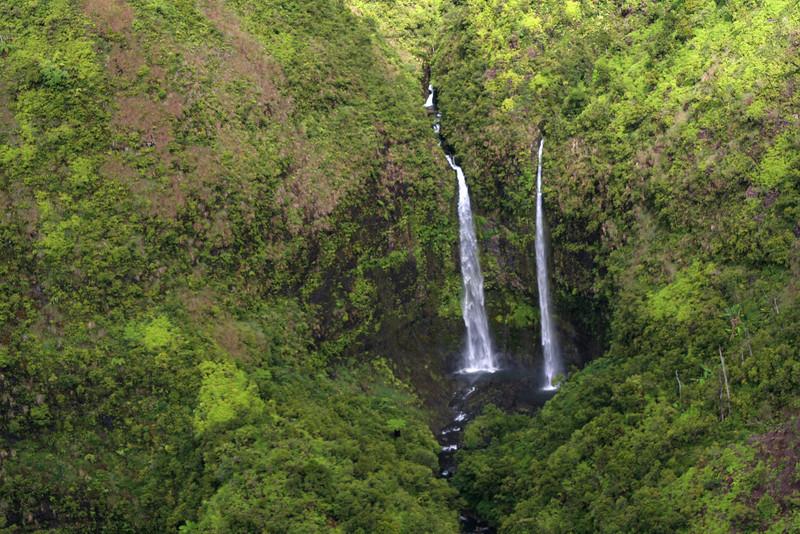 4010 Kauai Waterfalls.jpg