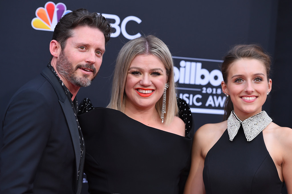 . Brandon Blackstock, from left, Kelly Clarkson and Savannah Blackstock arrive at the Billboard Music Awards at the MGM Grand Garden Arena on Sunday, May 20, 2018, in Las Vegas. (Photo by Jordan Strauss/Invision/AP)
