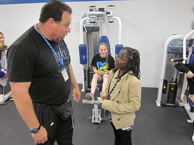 5422_Coach_Gingery_talks_with_TRACKS_scholar_I_Mya_1200x900.JPG