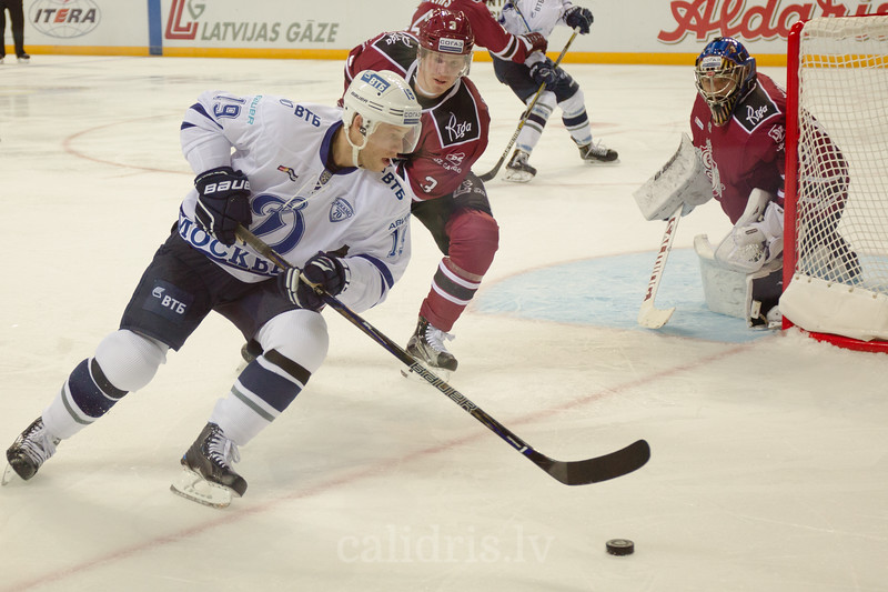 Denis Kokarev (19) controls the puck in the KHL regular championship game between Dinamo Riga and Dynamo Moscow, played on October 3, 2016 in Arena Riga