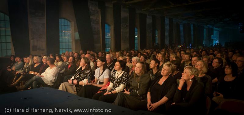 30.3.2011: Konsert Lokstall 1: I ljuset av Cornelis. Med Hans-Erik Dyvik Husby og Jack Vreeswijk med komp. Full og entusiastisk sal.
