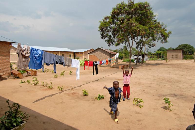 070104 3610 Burundi - Bujumbura - Peace Village _G _L ~E ~L.JPG