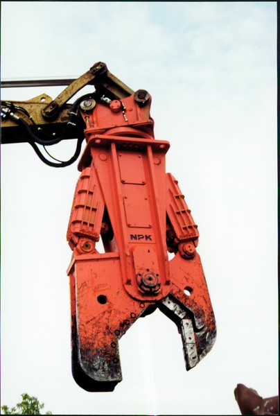 NPK M38K demolition shear on Cat excavator-C&D recycling (16).JPG
