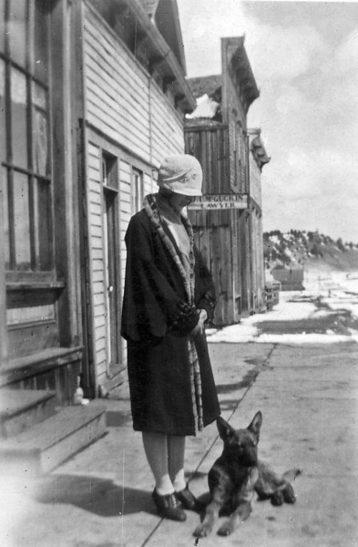 Laura Nelson and Paddy Sundance WY 1926.jpg